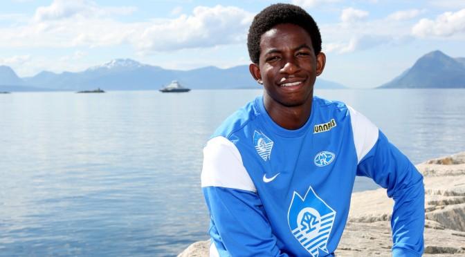 Bakenga blir student:<BR>– Bare fotball er ikke sunt