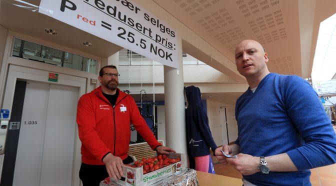 Vårens statistikk-nøtt: Jordbærpris og matsvinn
