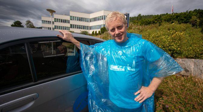 Har tusen regnponchoer klare for femte år på rad