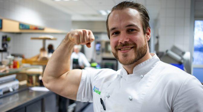 Se Asgeir Hoel (31) i styrkeløft-VM i Dubai