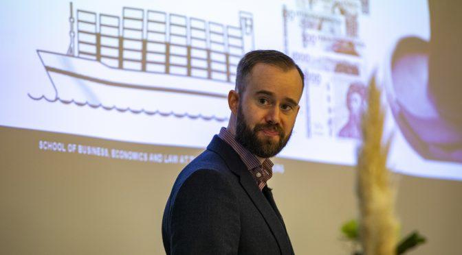 Lanserer nettbasert årsstudium i logistikk med koronakroner
